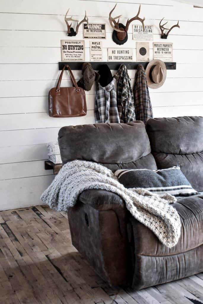 Small Narrow Rustic Entryway with Bench