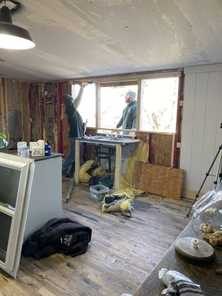 How to Install Kitchen Windows in a Mobile Home
